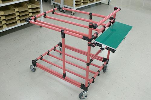 6・スタッフが組み立てたピッキングカートでお客様が受注した商品をピック!