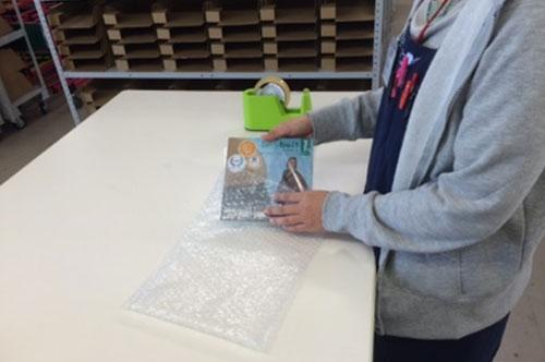 3・入荷作業時オプション作業の一つ!大切な商品を大切に扱います!